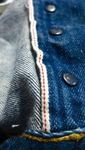 Myös button fly on tehty selvagesta!