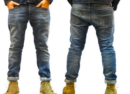 """Tässä omat farkkuni 31/32"""" kokoisina. Aivan ylivoimaisen mukavat jalassa ja fitin lookki on tasapainoinen. Rento vaikka onkin puntista kapeampi."""